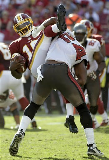 RG3 leads last-minute drive to beat Bucs 24-22