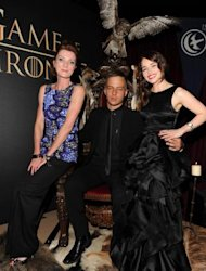 "Die ""Game of Thrones""-Darsteller Michelle Fairley, Tom Wlaschiha und Emilia Clarke (von links) bei den Feierlichkeiten für Sky Atlantic HD am 23. Mai 2012 in Hamburg. Quelle: Sky / API"