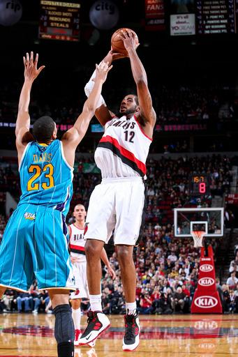Lillard's last-second 3 lifts Blazers over Hornets