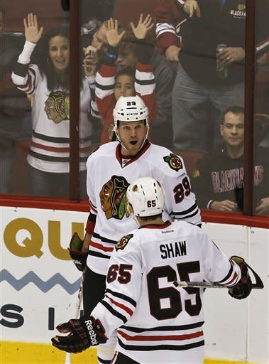 Blackhawks keep rolling with 6-2 rout of Coyotes