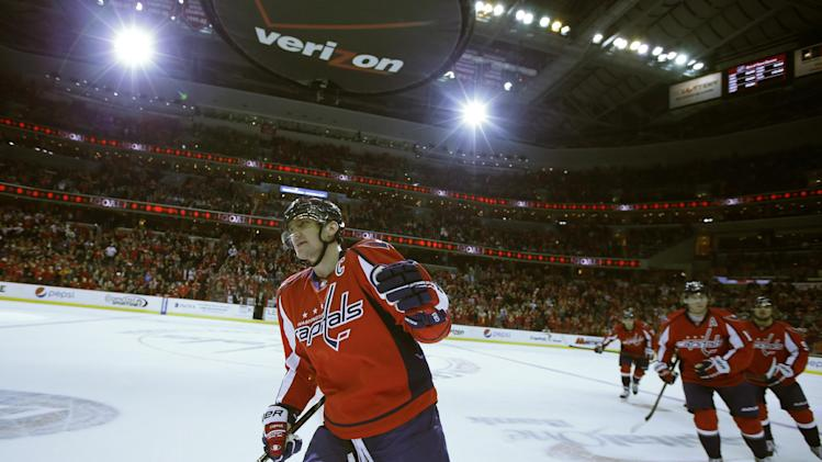 Ovechkin scores 4 goals, Caps beat Lightning in SO