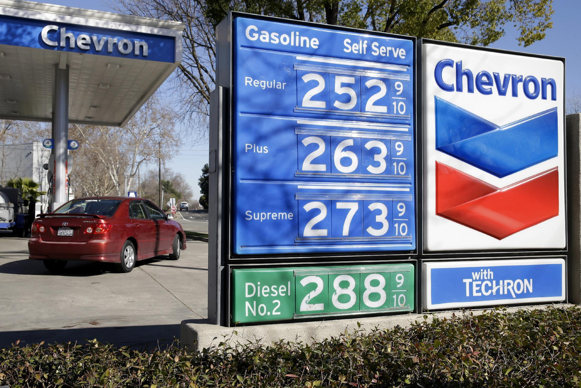 Exxon sees smallest profit in 16 years, Chevron posts loss