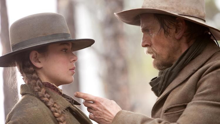 Hailee Steinfeld Barry Pepper True Grit Production Stills Paramount 2010
