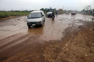 Motorists drive along on waterlogged bumpy Ikorodu-Shagamu …