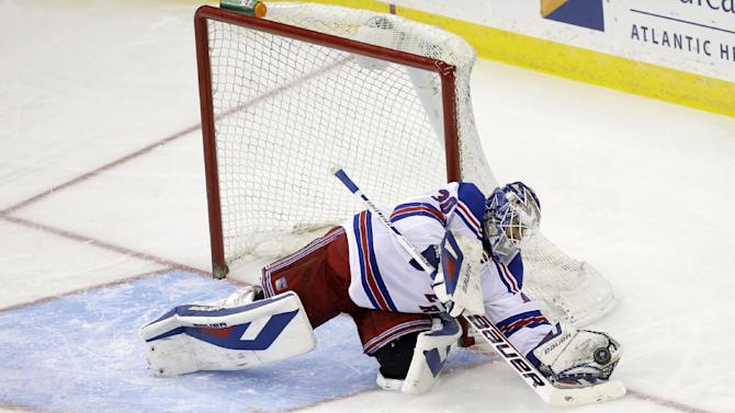 Lundqvist posts Rangers record 50th shutout