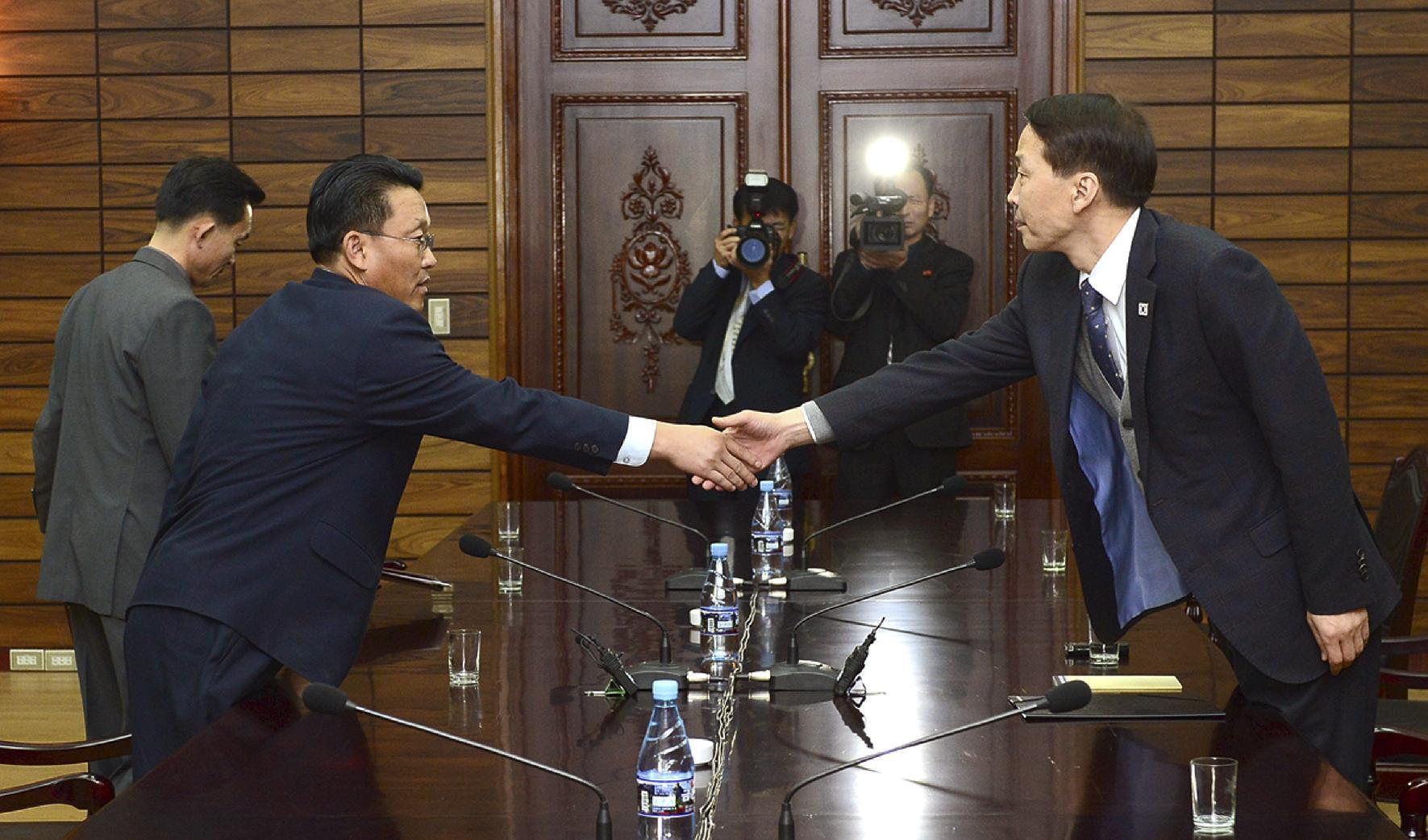 2 Koreas agree to hold high-level talks next month