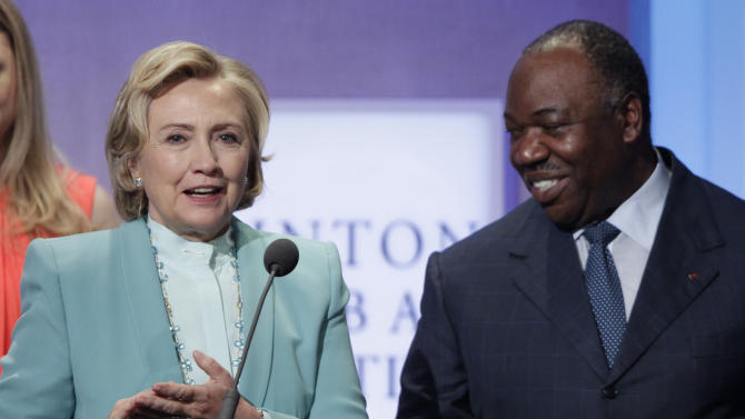 Clinton pushes effort to protect African elephants