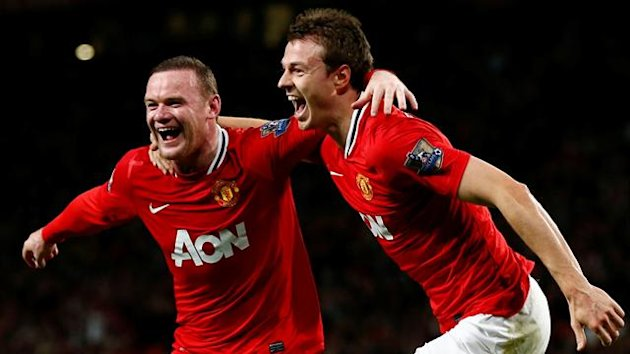 FOOTBALL Premier League Manchester United's Wayne Rooney celebrates his goal against Fulham with Jonny Evans (right)