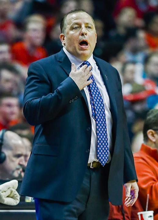 THM10. Chicago (United States), 09/03/2014.- Chicago Bulls head coach Tom Thibodeau signals his team in the first half of their NBA game against the Miami Heat at the United Center in Chicago, Illinoi