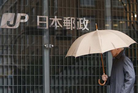 Government to name underwriters for further Japan Post share sale
