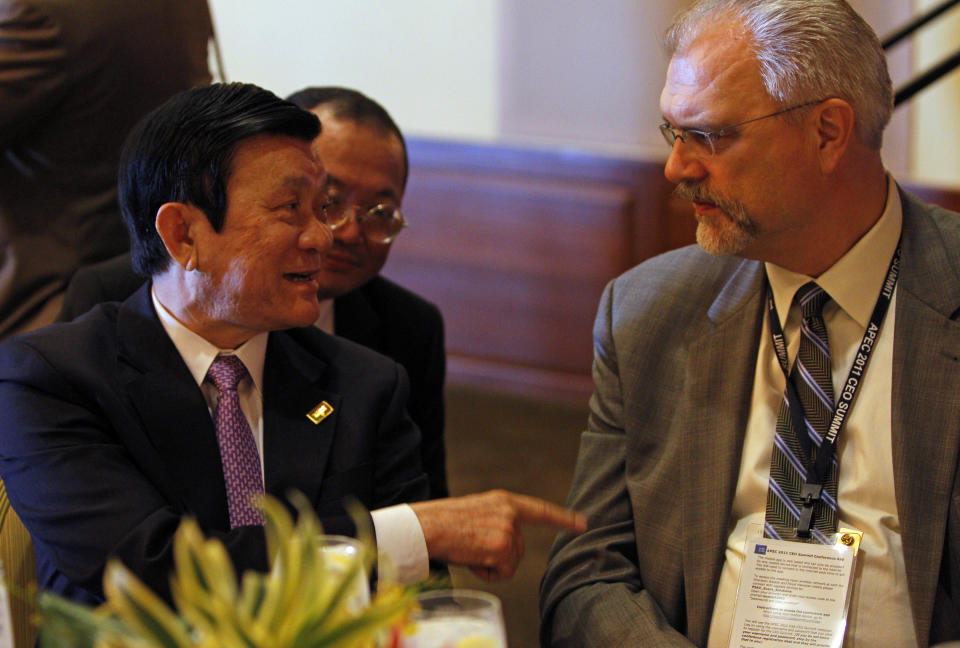 Vietnam's President Truong Tan Sang, left, speaks with Emery Koenig, executive vice-president and chief risk officer of Cargill, at the Asia-Pacific Economic Cooperation, APEC, summit Friday, Nov. 11, 2011, in Honolulu.  (AP Photo/Andres Leighton)