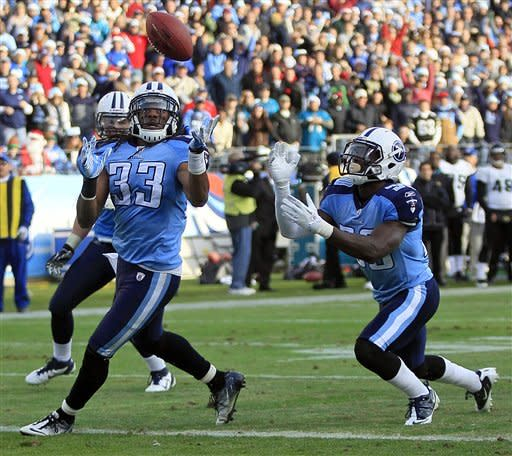 Hasselbeck throws for 350, Titans beat Jags 23-17