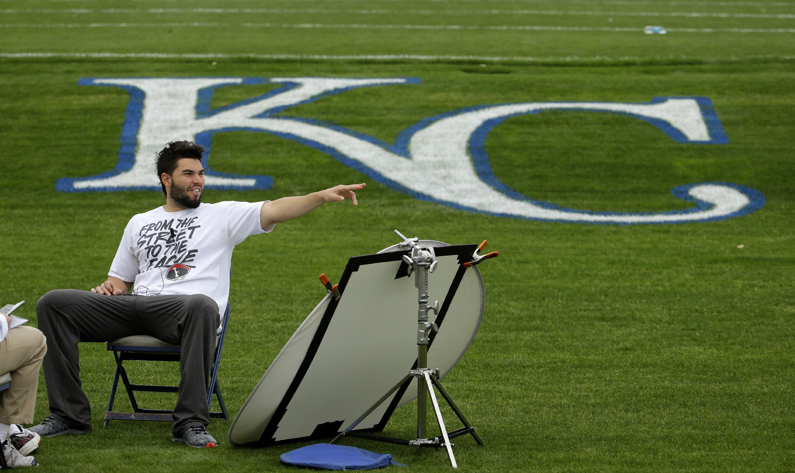 Royals 1B Hosmer hoping to build off postseason success