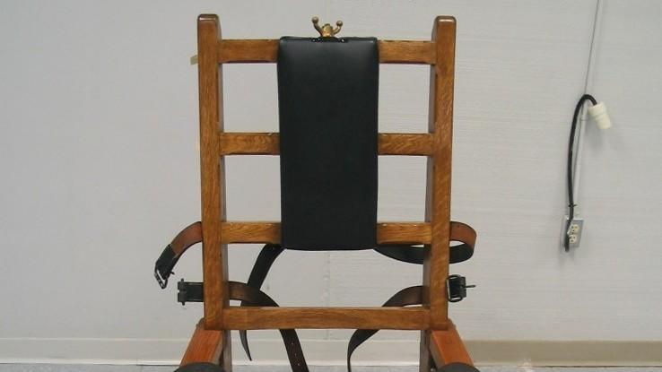 FILE This Sept. 23, 2009 file photo shows the electric chair at the Greensville Correctional Center in Jarratt, Va.  Robert Gleason Jr. is scheduled to die at 9 p.m. Wednesday at Greensville Correctional Center in Jarratt. Condemned Virginia inmates can choose between lethal injection and electrocution, and Gleason is the first inmate to choose electrocution since 2010.