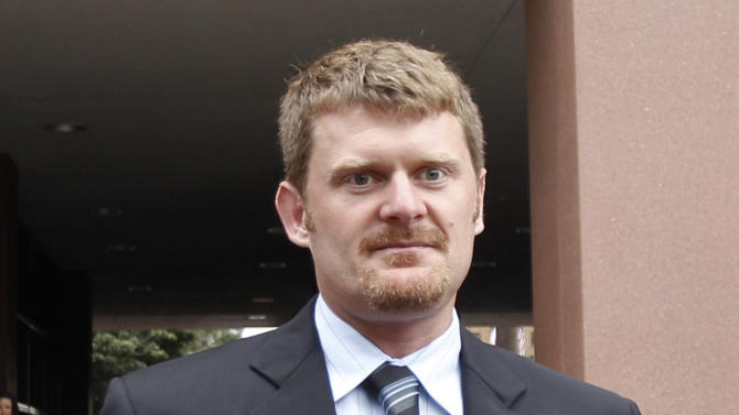 FILE - This Aug. 24, 2012 file photo shows Floyd Landis  leaveing federal court in San Diego. The world may soon know what the U.S. Anti-Doping Agency has on Lance Armstrong. USADA has said it had 10 former teammates ready to testify against Armstrong before he chose not to take his case to an arbitration hearing. The list likely includes previous Armstrong accusers Landis and Tyler Hamilton.  (AP Photo/Lenny Ignelzi, File