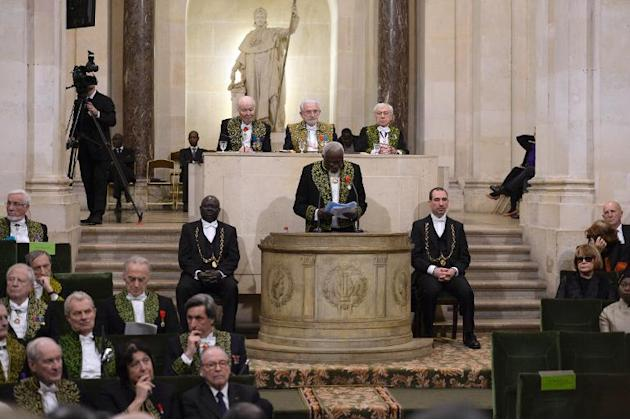 Senegalese sculptor Ousmane Sow speaks during his official entry ceremony at the Academie des Beaux-Arts (French Academy of Fine Arts) on December 11, 2013 in Paris