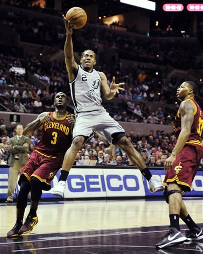 Duncan, Leonard lead Spurs over Cavs, 119-113