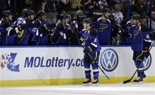 Schwartz has 2 goals and Blues beat Blackhawks 3-1