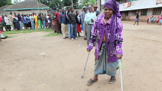A woman arrives at a polling station to cast her vote during a referendum in Harare, Zimbabwe, Saturday, March, 16, 2013. The country is holding the referendum on a new  constitution which will pave way for the adoption of the draft constitution as the country prepares to hold elections  later in the year. (AP Photo/Tsvangirayi Mukwazhi)