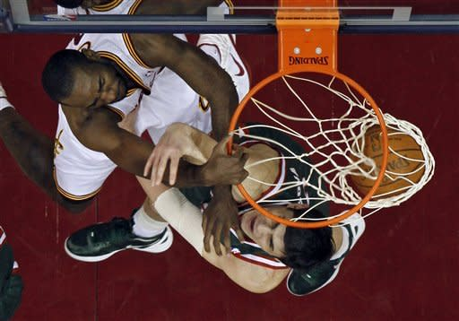 Jennings' 24 lifts Bucks past Cavs 113-112 in OT