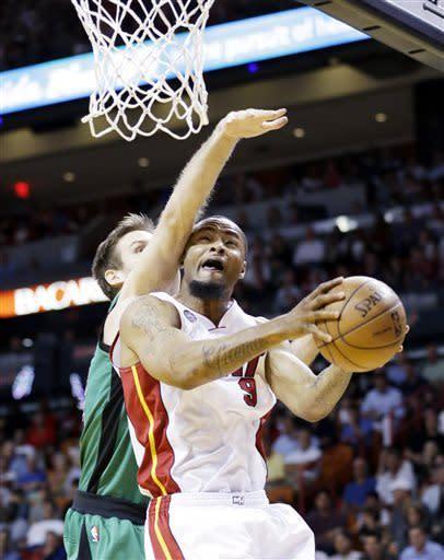 Heat roll again, top Celtics 109-101