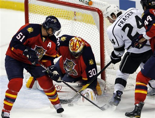 Clemmensen makes 22 saves, Panthers beat Kings 3-1