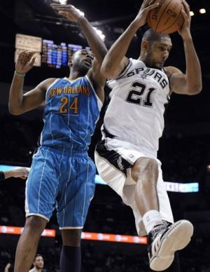Duncan, Parker lead Spurs past Hornets 93-81