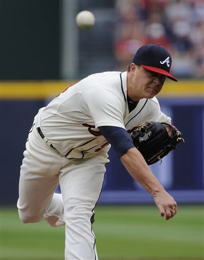 Braves make history as Medlen beats Mets 6-2