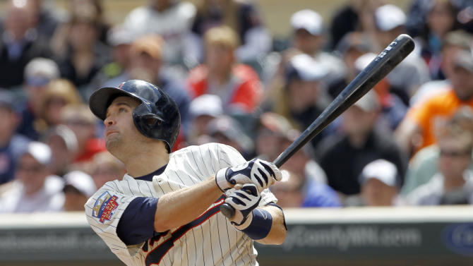 Mauer, Dozier HR, Correia pitches Twins over O's