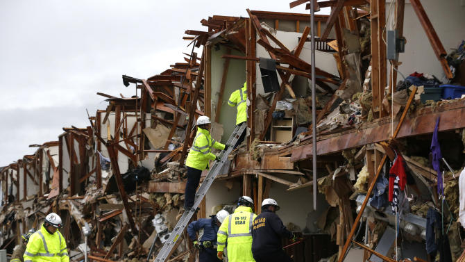 Rescuers search ruins of Texas fertilizer plant