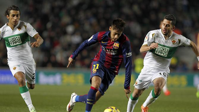 Barcelona's Neymar, from Brazil, center, duels for the ball with Elche's  Ferran Corominas Telechea, right, and Damian Suarez, from Uruguay, left, during a Spanish La Liga soccer match between Elche and Barcelona, at the Martinez Valero stadium in Elche, Spain, Saturday, Jan. 24, 2015. Barcelona won the m,watch 6-0