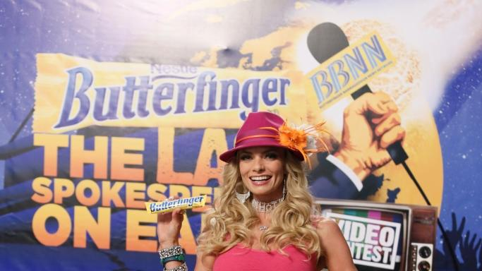 "COMMERCIAL IMAGE - In this photograph released by Nestle Butterfinger on Tuesday, July 10, 2012, Jaime Pressly is seen on set in Hollywood to launch the ""Last Spokesperson on Earth"" search for Butterfinger. (Todd Williamson/Invision for Nestle Butterfinger/AP Images)"