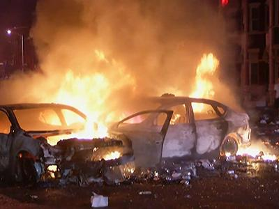 Raw: Rioters Burn Cars in Baltimore