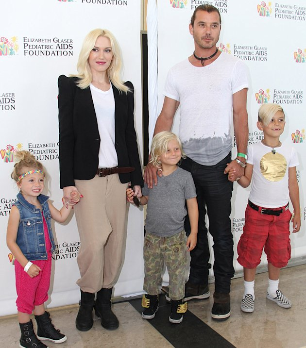 Gwen Stefani displays her slim figure in tight T-shirt and jeans ...