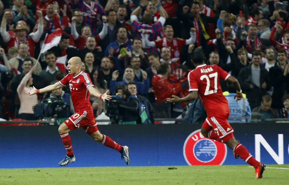 Bayern's Arjen Robben of the Netherlands, left, celebrates scoring the winning goal, during the Champions League Final soccer match between Borussia Dortmund and Bayern Munich at Wembley Stadium in London, Saturday May 25, 2013.  (AP Photo/Jon Super)