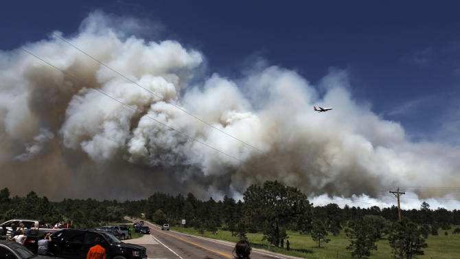 Thousands flee Colo. wildfire; 92 homes destroyed