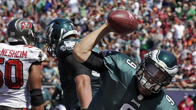Foles throws for 3 TDs to lead Eagles past Bucs