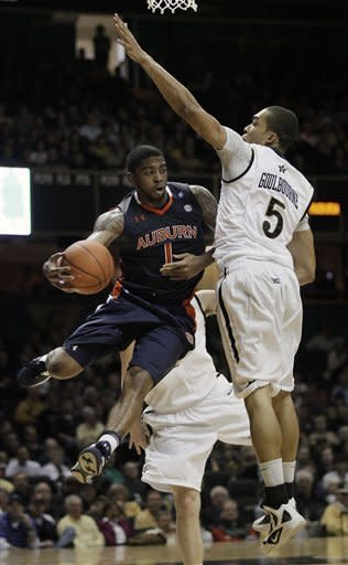 Vanderbilt wins 5th straight, routs Auburn 65-35