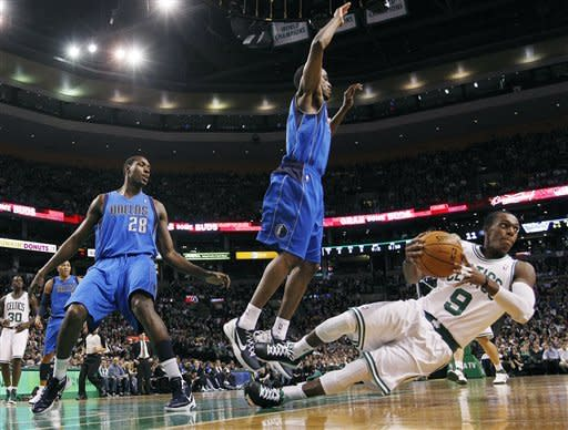 Dirk leads Mavs to 90-85 win over Boston