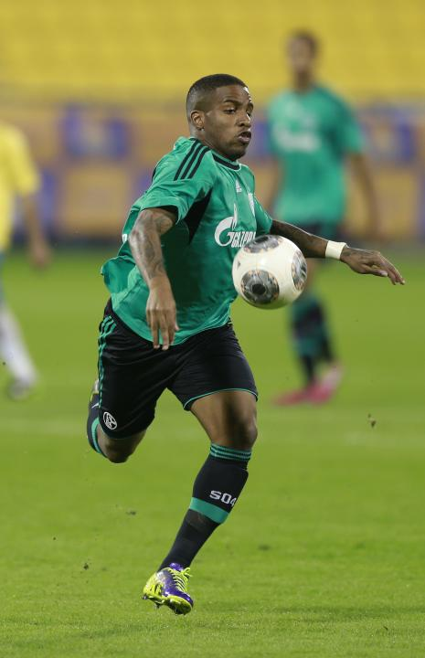 Schalke 04's Jefferson Farfan controls the ball during a friendly soccer match against Qatar's Al-Gharafa in Doha