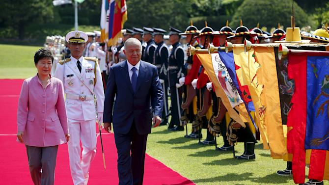 Uzbek President Islam Karimov and his South Korean counterpart Park Geun-Hye attend a welcome ceremony at the Presidential Blue House in Seoul