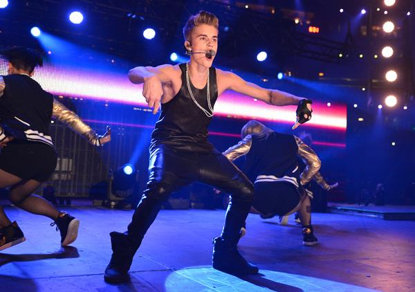 Bieber Booed by Canadian Football Fans