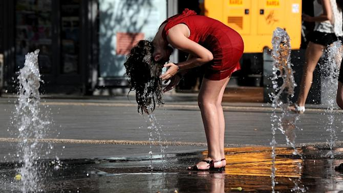 A girl cools off in a fountain in Cordoba on June 29, 2015