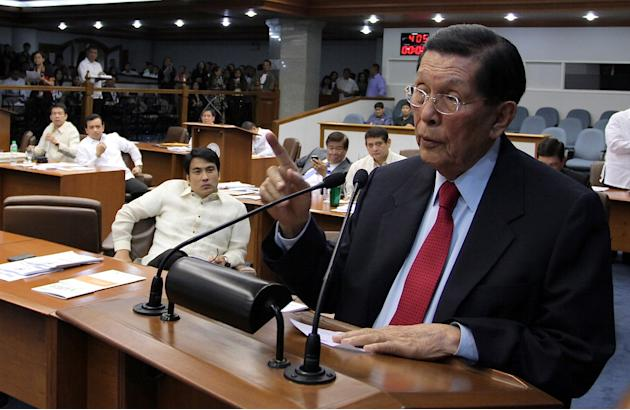 Enrile resigns but Senate rejects motion