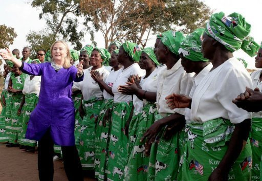 Clinton Arrives In S.Africa For Meeting With Mandela