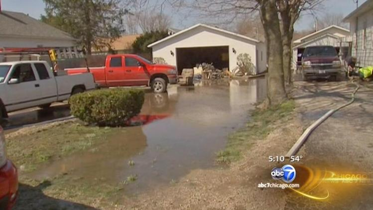 Fox River reaches record high levels, Morris residents try to recover from severe flooding
