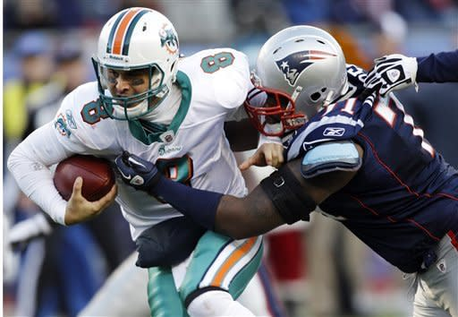 Brady leads comeback, Patriots top Dolphins 27-24