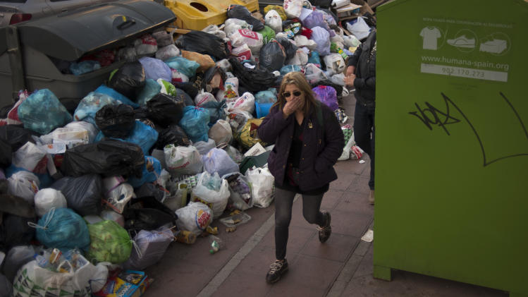 Workers vote to end 11-day trash strike in Spain