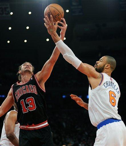 Deng scores 33; Bulls go to 3-0 against Knicks