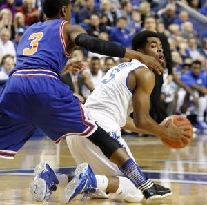 No. 4 Kentucky routs UT Arlington, 105-76
